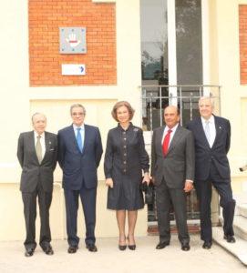 Su Majestad la Reina preside la firma de un convenio de la FAD con Banco Santander y Telefonica